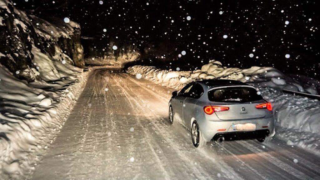 Guidare sulla neve: i consigli per farlo in sicurezza