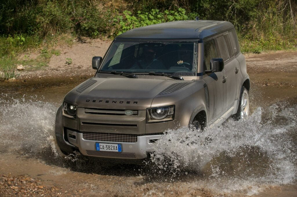 Land Rover Defender 2020: conquista le 5 stelle EuroNCAP [VIDEO]
