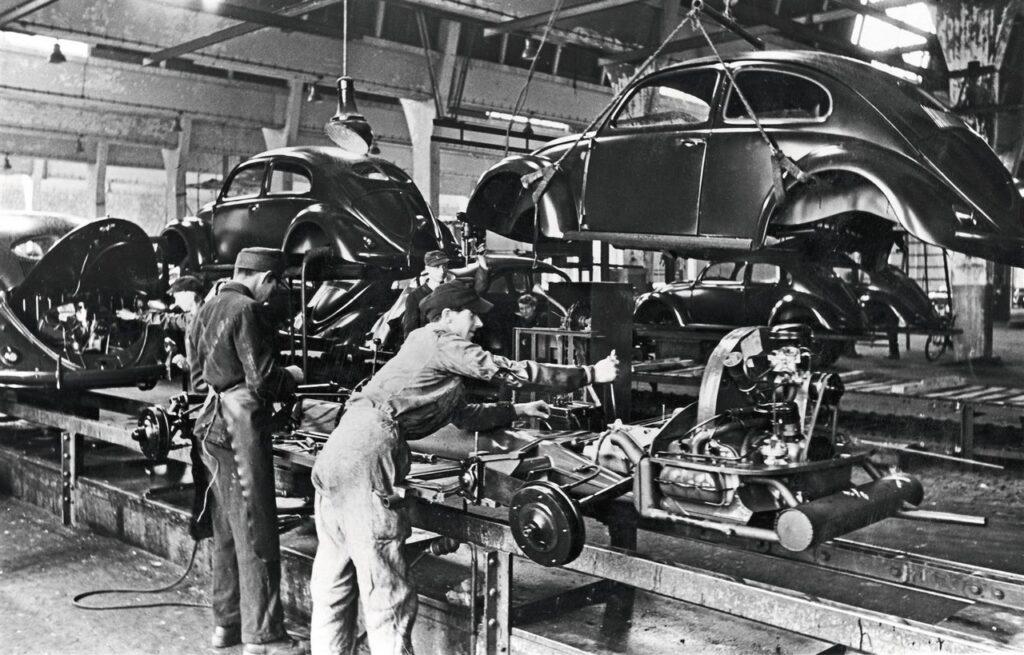 Volkswagen Maggiolino: 75 anni fa iniziava la produzione [VIDEO]