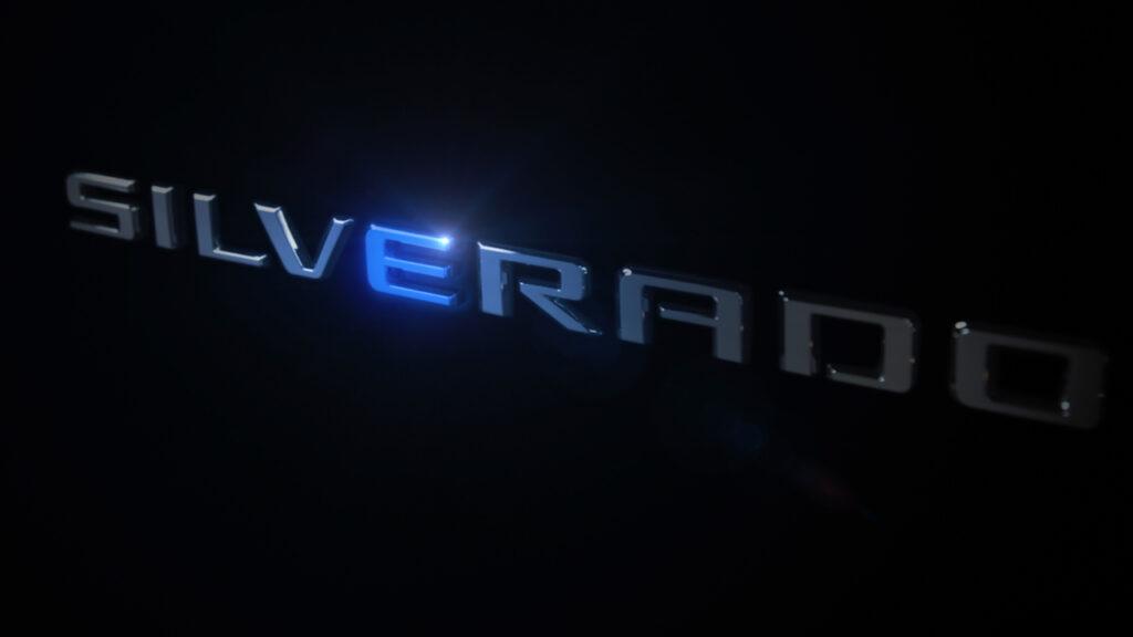 Chevrolet Silverado: arriverà la versione 100% elettrica [TEASER]