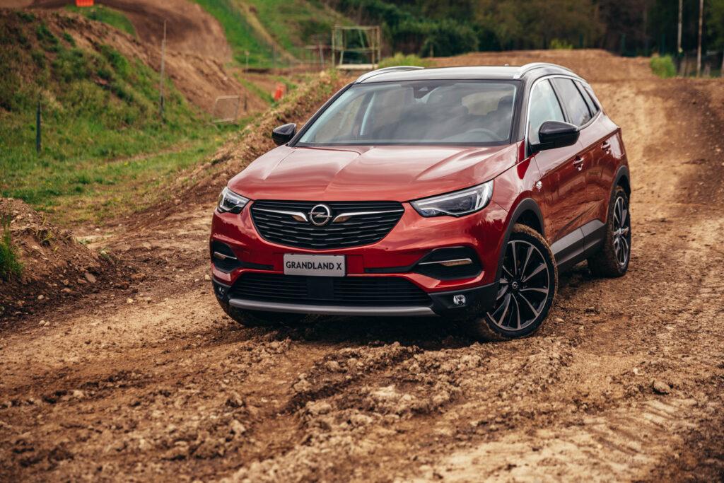 Opel Grandland X Hybrid4 Plug-in 2021: PROVA SU STRADA. Testiamo la trazione integrale