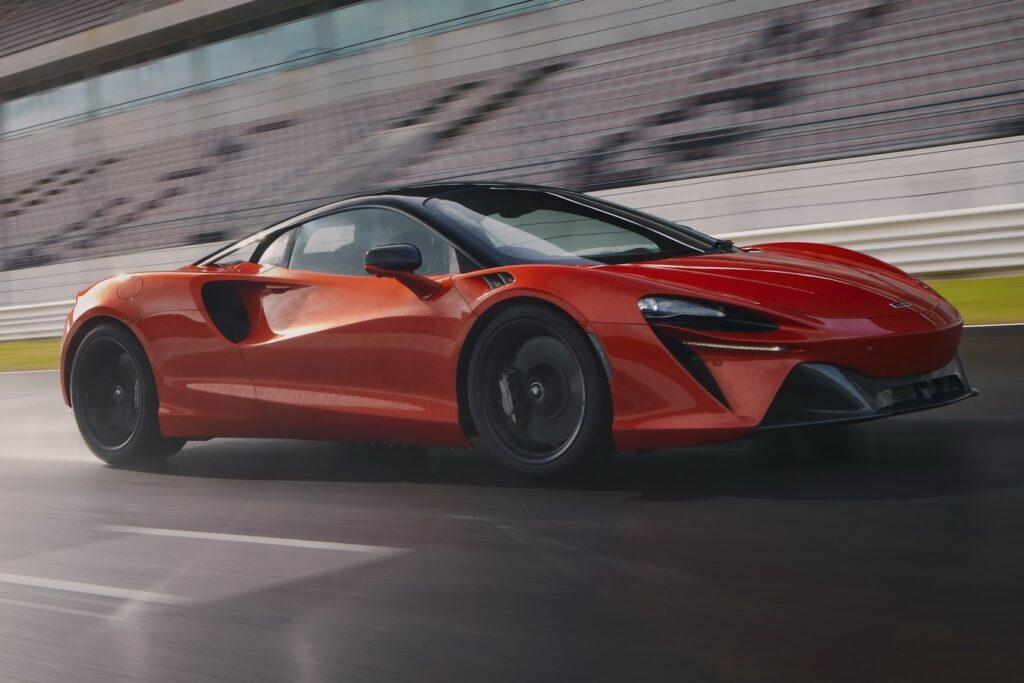 McLaren Artura, ufficializzate le prestazioni: 0-100 km/h in 3 secondi