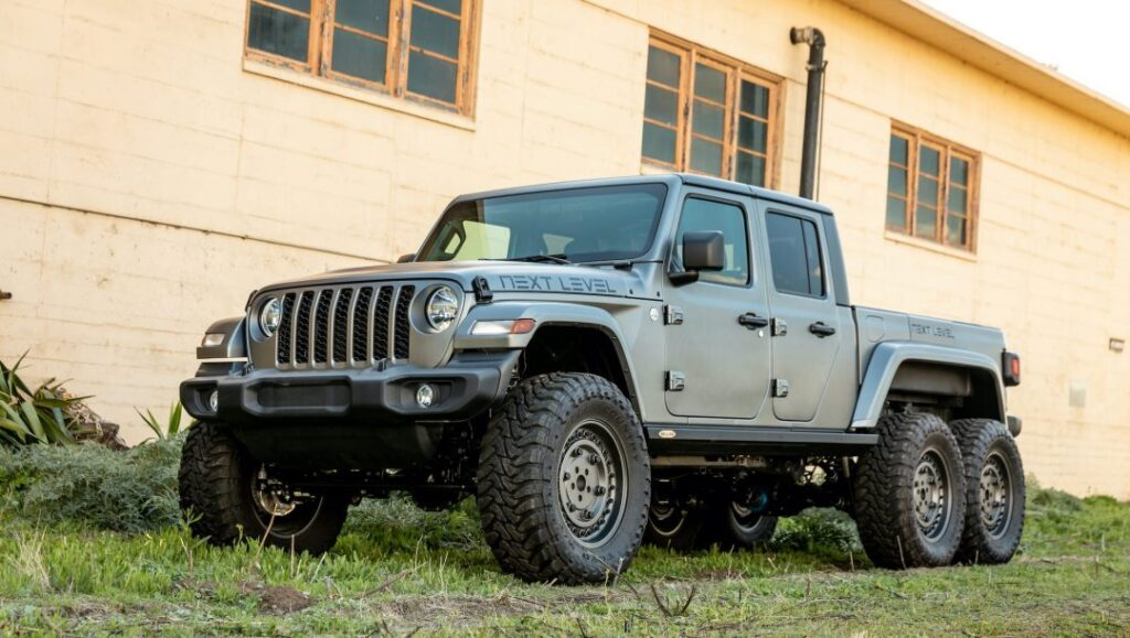 Next Level Jeep Gladiator 6×6: parcheggiate sopra la macchina dell'odioso vicino con nonchalance