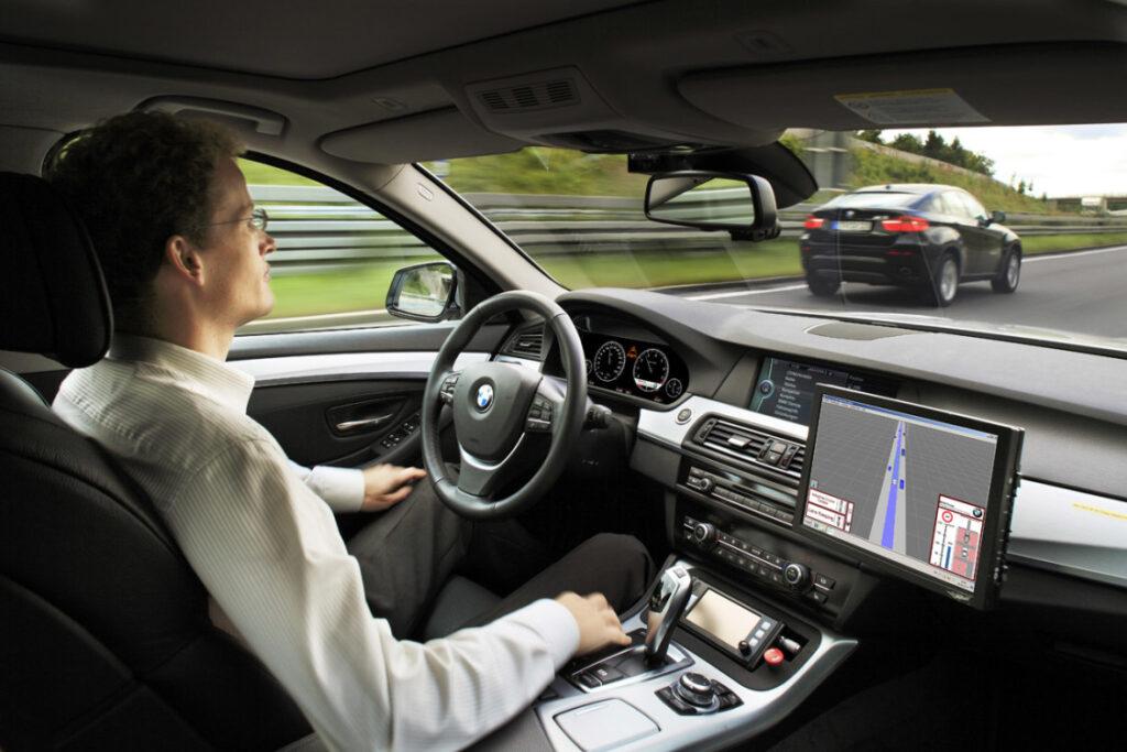 Regno Unito: via libera alla guida autonoma entro la fine del 2021