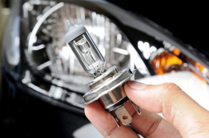 Fari: scorta di lampadine o acquisto singolo?
