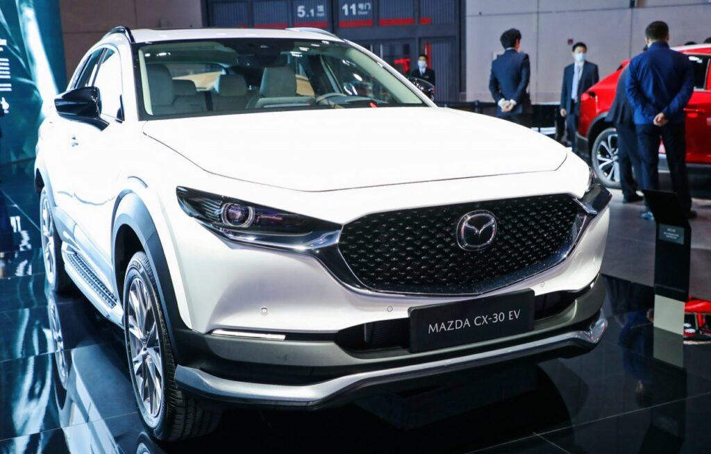 Mazda CX-30 EV: debutta la versione elettrica al Salone di Shanghai 2021 [FOTO]