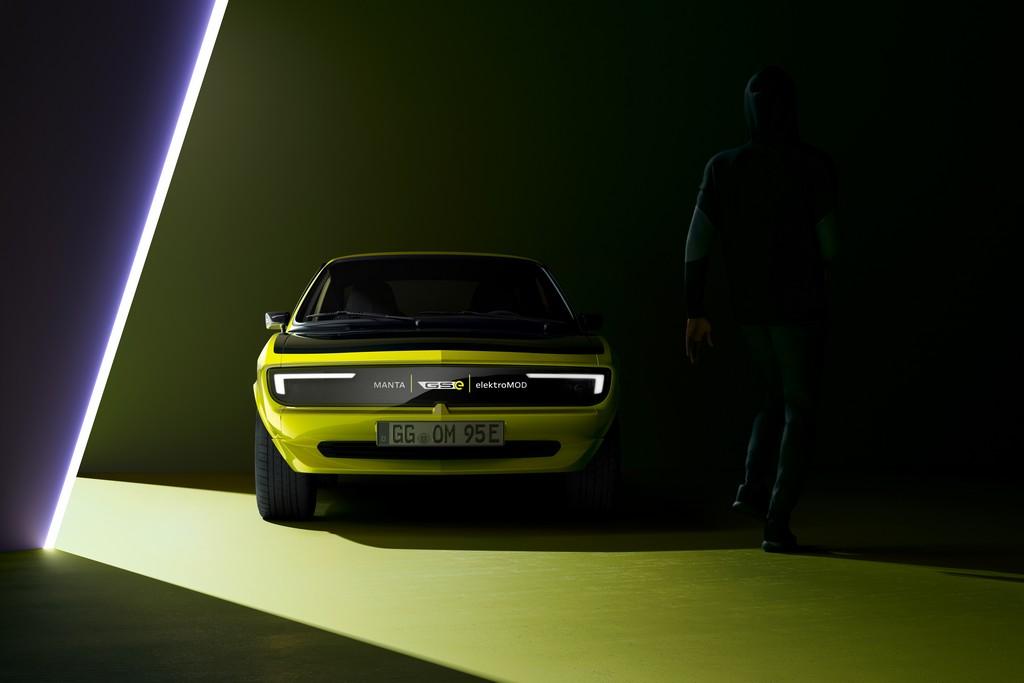 Opel Manta GSe diventa ElektroMOD: il VIDEO dell'add on