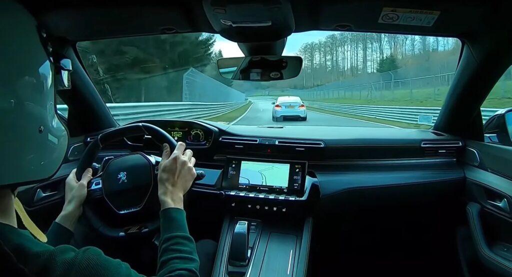 Peugeot 508 PSE: la gara al Nurburgring contro una BMW M2 [VIDEO]