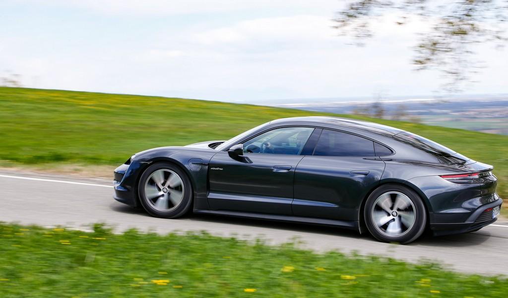 Porsche Taycan: l'elettrica prepara il sorpasso alla 911