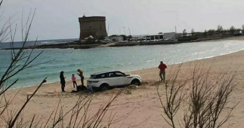 Porto Cesareo, Salento: arriva dalla Calabria e guida il SUV sulla spiaggia, 2.700 euro di multa [VIDEO]