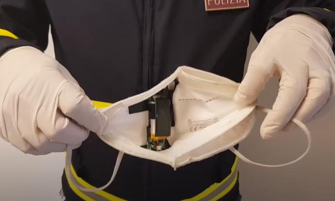 Microtelecamera nascosta nella mascherina per sostenere l'esame della patente: scoperto e denunciato