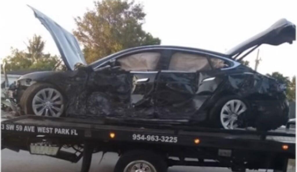 Florida: si schianta con una Tesla Model S contro una casa a 150 km/h [VIDEO]