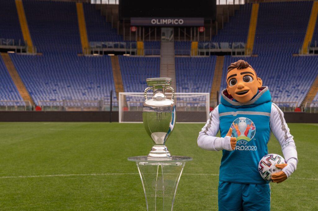 Euro 2020: il trofeo arriva sulla Volkswagen ID.3 [LIVE STREAMING]