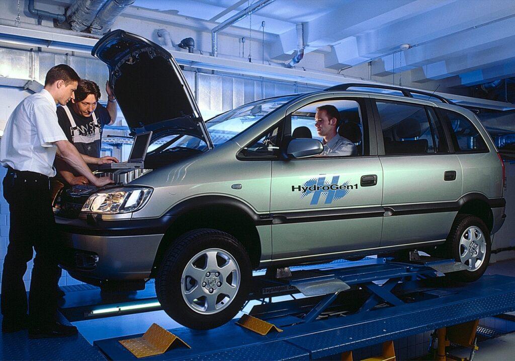 Opel HydroGen1: a distanza di 20 anni ricordati gli 11 record a fuel cell