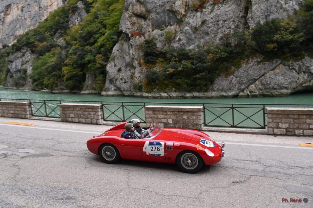 1000 Miglia 2021: la carovana a Roma, risale l'equipaggio MaFra