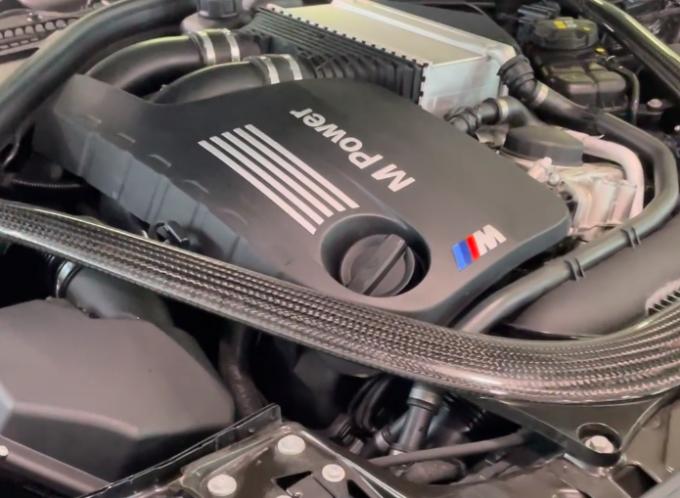 BMW M2 CS: alla scoperta del potente motore S55 con Alessandro Gino [VIDEO]