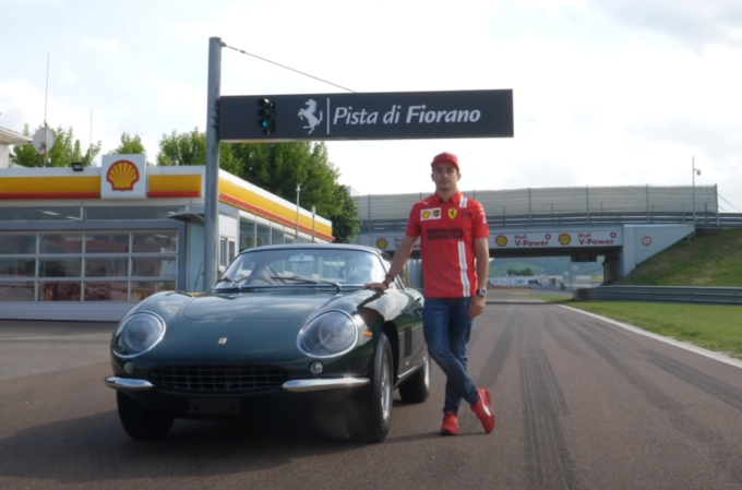 Ferrari 275 GTB: tuffo nel passato a Fiorano per Charles Leclerc [VIDEO]