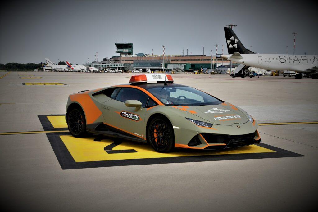 Lamborghini Huracan Evo Follow Me - Aeroporto di Bologna