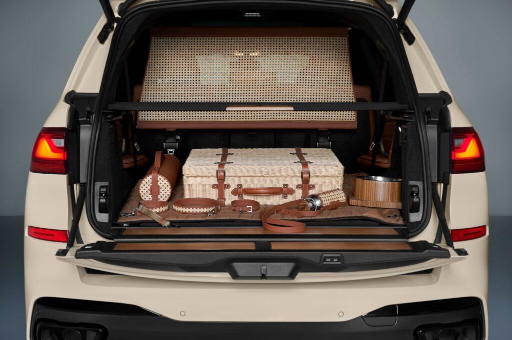 Una pet friendly BMW X7 pensata da BMW Italia con Poldo Dog Couture