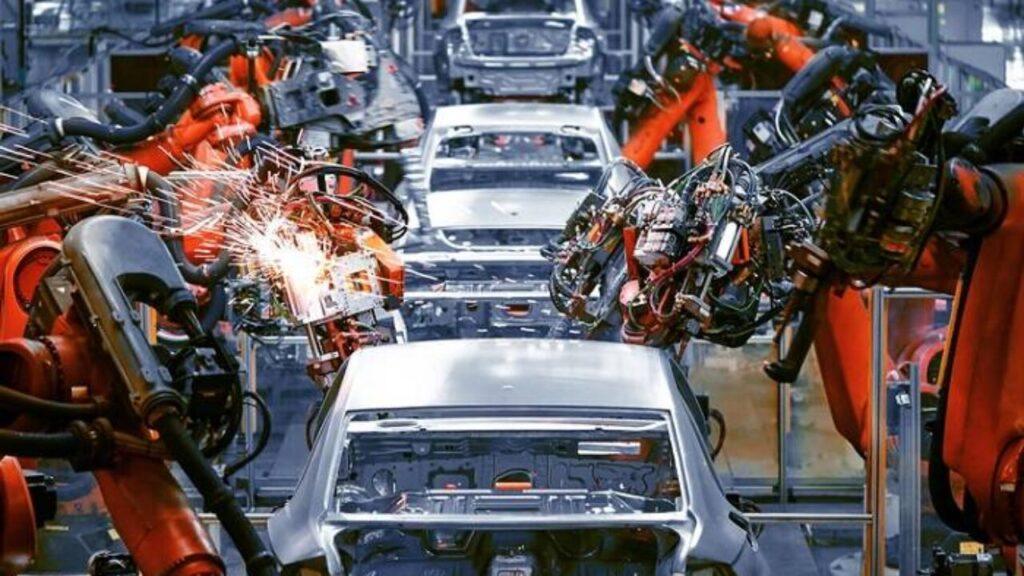 Crisi dei chip: Daimler e Volkswagen costretti a nuovi stop alla produzione