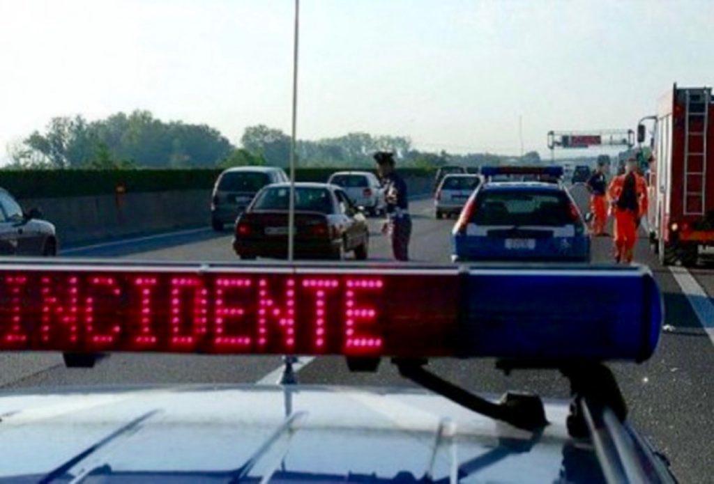 Incidente A4: scontro tra camion, lunghe code a Monza