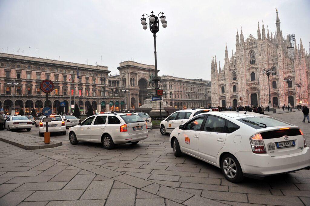 Milano si attiva contro il trasporto pubblico abusivo: intesa tra prefettura, comune e sindacati