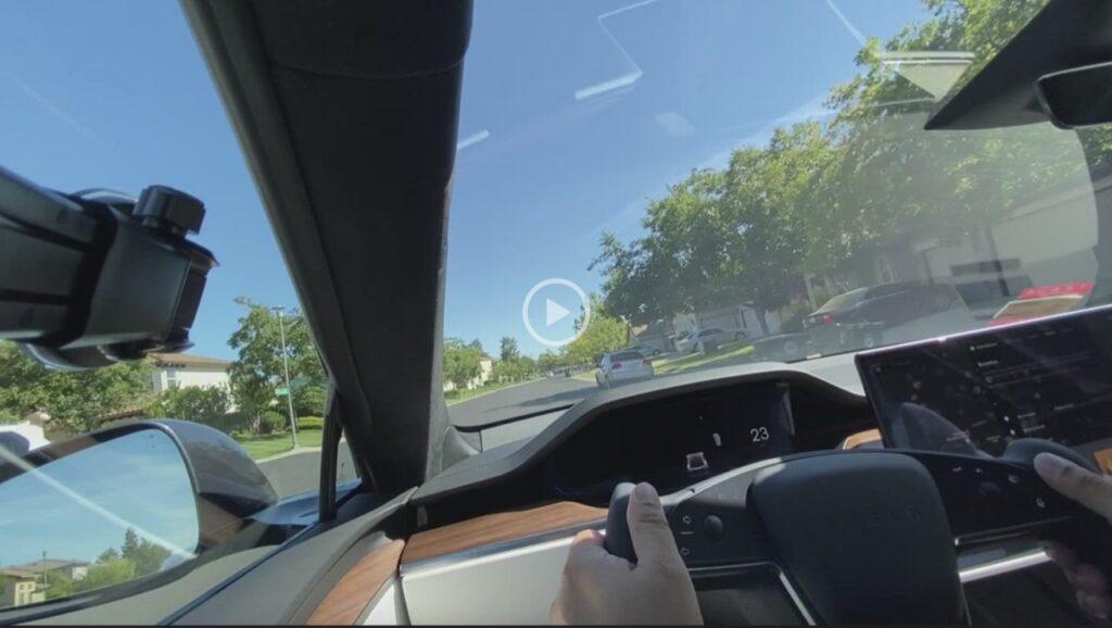 Tesla: subito bocciato il nuovo volante in stile F1, è scomodo nelle svolte strette