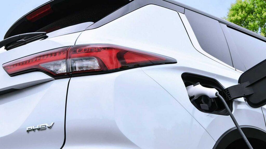 Mitsubishi Outlander PHEV 2021: il nuovo modello plug-in arriva a fine 2021