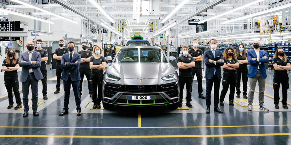 Lamborghini Urus raggiunge quota 15.000 esemplari prodotti