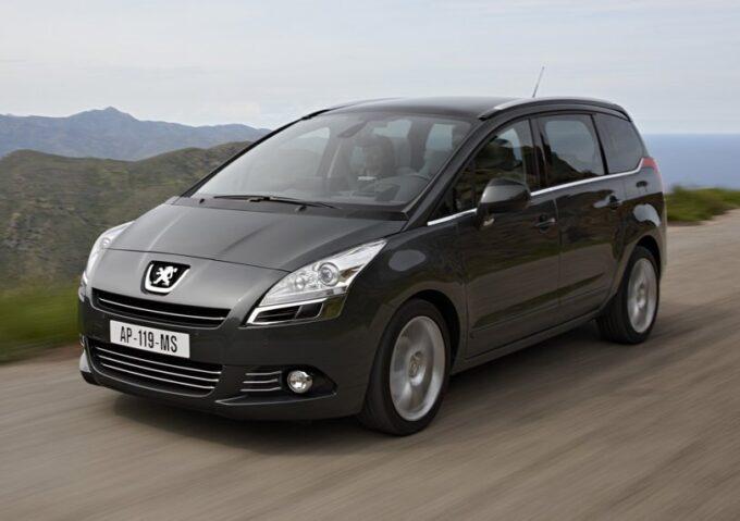 Peugeot 5008: la storia di un SUV nato grande