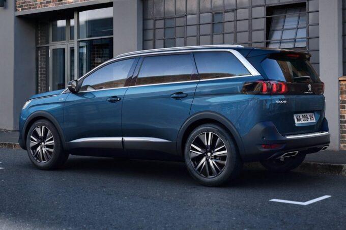 Peugeot 5008: focus sui motori diesel del SUV 7 posti