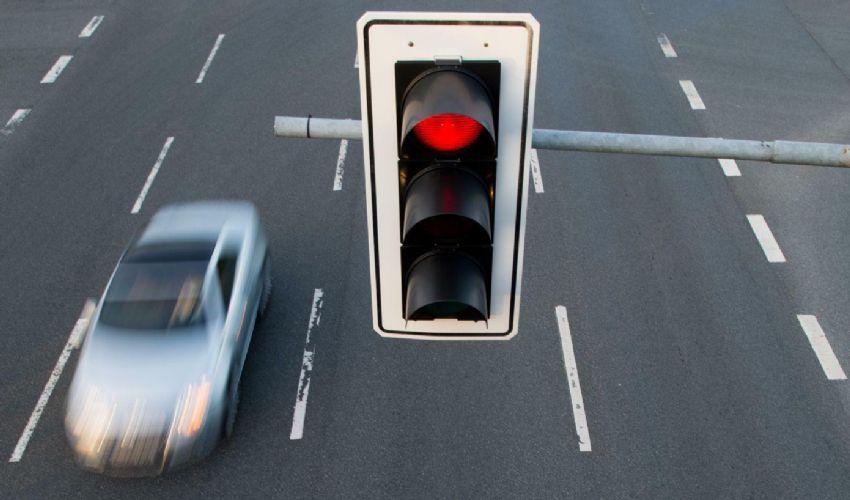 Arrestata una coppia dopo aver sfrecciato oltre 49 semafori rossi