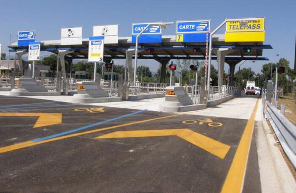 """Napoli: i """"furbetti della tangenziale"""" non pagano il casello, la multa arriva agli automobilisti onesti"""