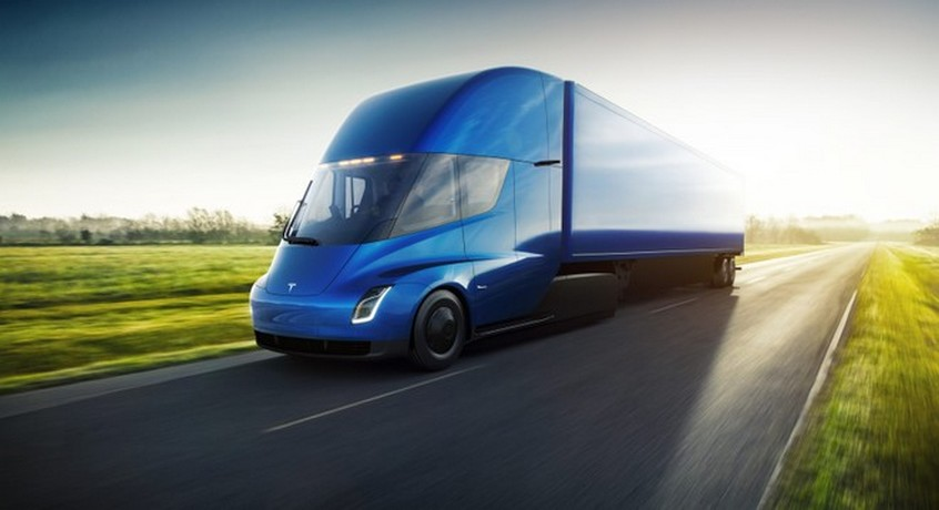 Tesla Semi: una batteria di quasi 900 kWh per il camion elettrico